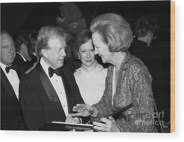 1980-1989 Wood Print featuring the photograph The Carters Chat With Katherine Graham by Bettmann