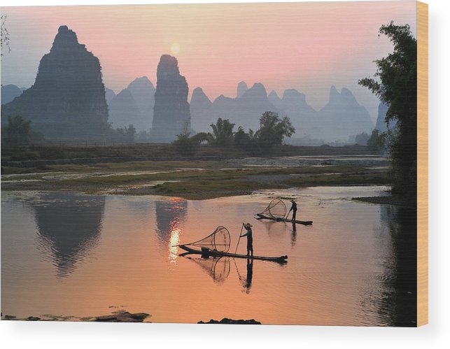 Chinese Culture Wood Print featuring the photograph Yangshuo Li River At Sunset by Kingwu