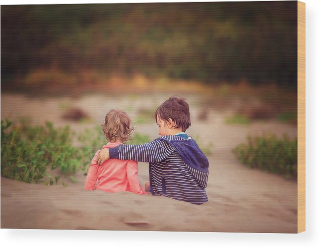 Child Wood Print featuring the photograph Beach hugs by Sarahwolfephotography