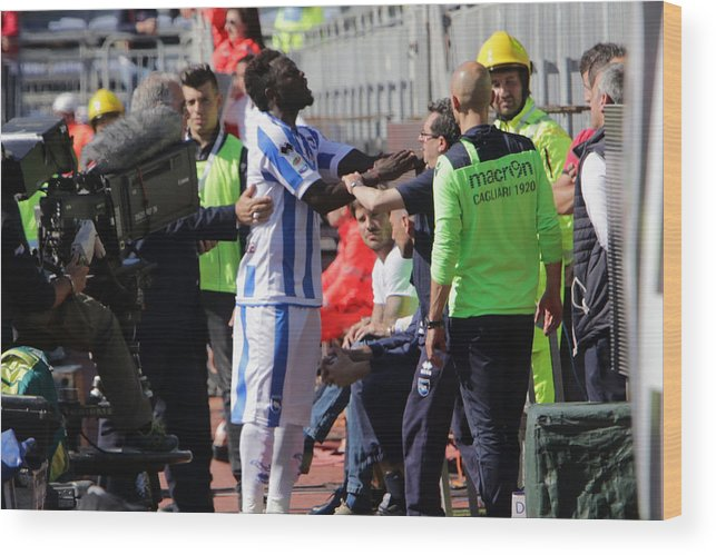 People Wood Print featuring the photograph Cagliari Calcio v Pescara Calcio - Serie A by Enrico Locci