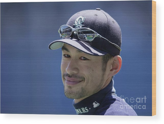 People Wood Print featuring the photograph Ichiro Suzuki by Ezra Shaw