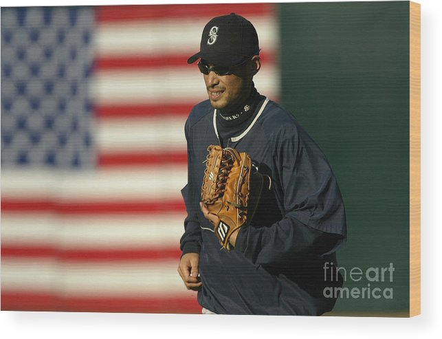 People Wood Print featuring the photograph Ichiro Suzuki by Stephen Dunn