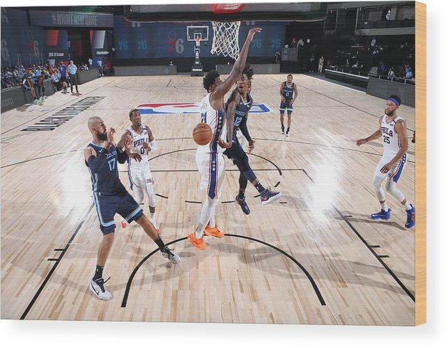 Nba Pro Basketball Wood Print featuring the photograph Memphis Grizzlies v Philadelphia 76ers by Joe Murphy