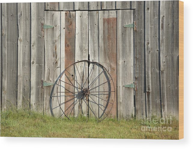 Wagon Wood Print featuring the photograph Wagon Wheel - Londonderry New Hampshire by Erin Paul Donovan