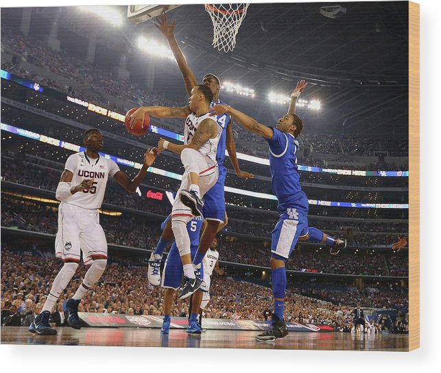 Connecticut Huskies Wood Print featuring the photograph Ncaa Mens Final Four - Championship by Jamie Squire
