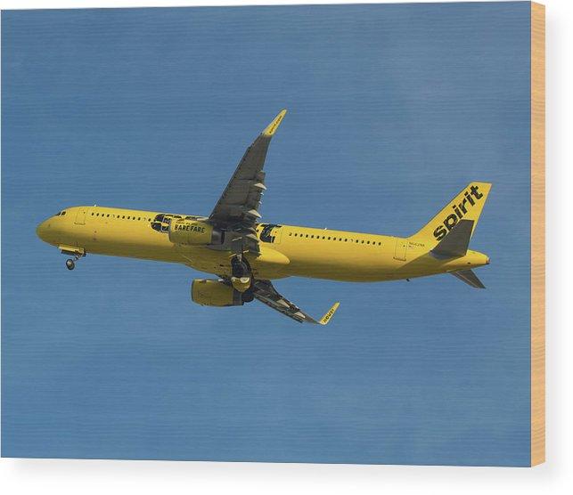 Spirit Air Wood Print featuring the photograph Spirit Air by Dart Humeston