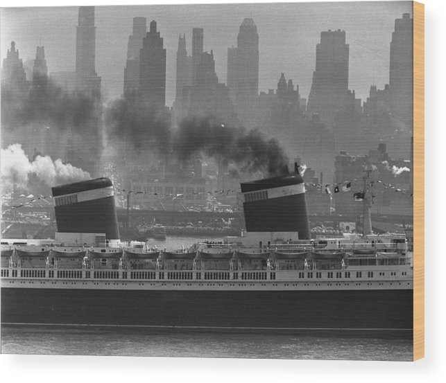 1950-1959 Wood Print featuring the photograph S.s. United States Sailing In New York by Andreas Feininger
