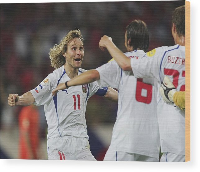 International Match Wood Print featuring the photograph Fussball: EM 2004 in Portugal, NED-CZE by Andreas Rentz