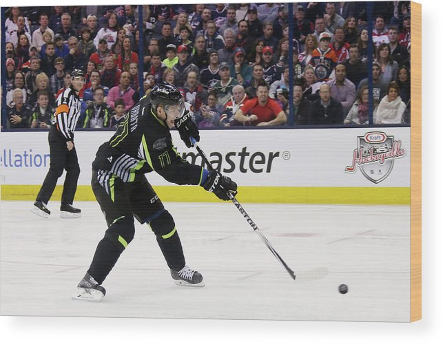 Scoring Wood Print featuring the photograph 2015 Honda Nhl All-star Game by Bruce Bennett