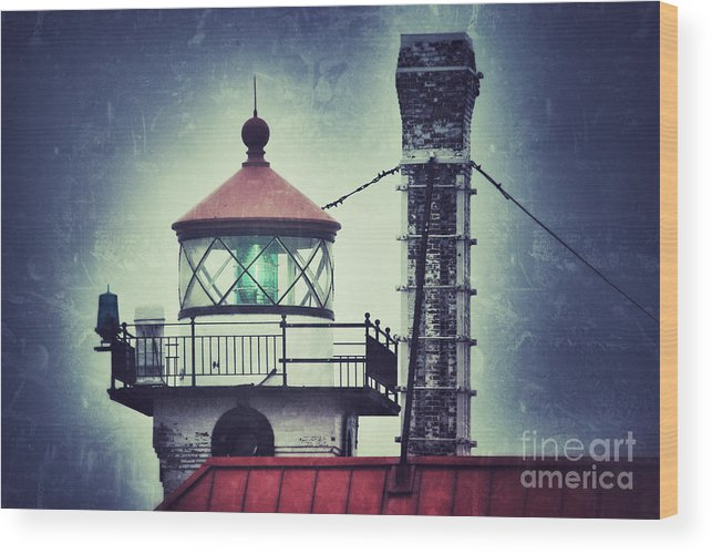 Duluth Ship Canal Wood Print featuring the photograph Green Fresnel Gleaming by Ever-Curious Photography