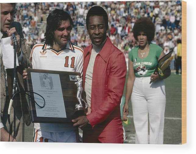 Pelé Wood Print featuring the photograph Pele Knows Best by Getty Images