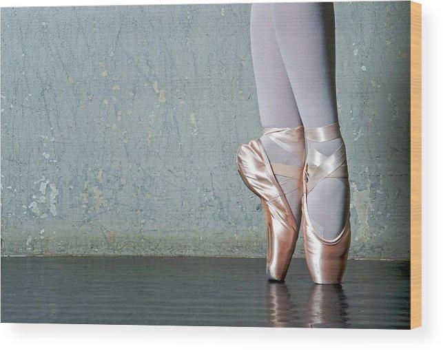 Ballet Dancer Wood Print featuring the photograph Ballet Dancers Feet En Pointe by Dlewis33