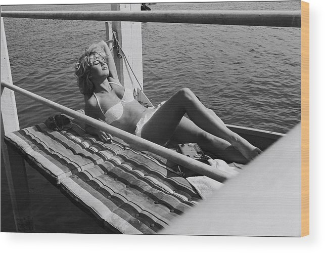 Brigitte Bardot Wood Print featuring the photograph Brigitte Bardot Sur Le Tournage De Vie by Giancarlo Botti