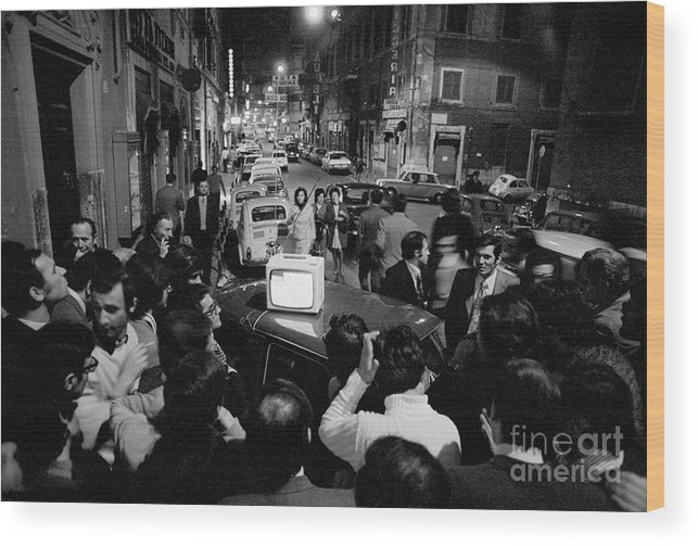 Crowd Of People Wood Print featuring the photograph Crowd Watching Election Results On Tv by Bettmann