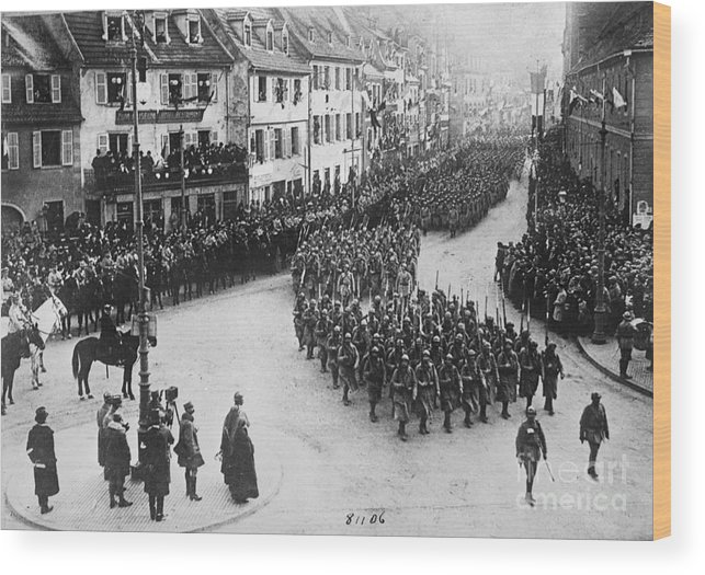 Colmar Wood Print featuring the photograph French Troops Entering Colmar by Bettmann