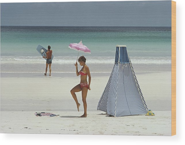 Water's Edge Wood Print featuring the photograph Harbour Island, Bahamas by Slim Aarons