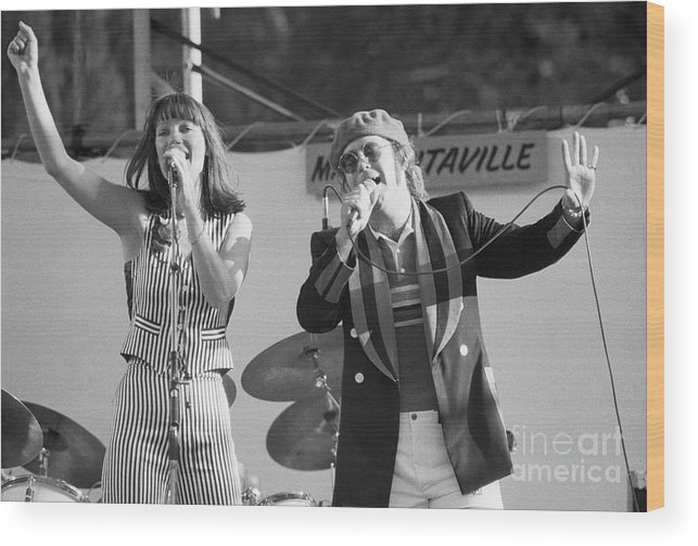 Rock Music Wood Print featuring the photograph Kiki Dee And Elton John Performing by Bettmann