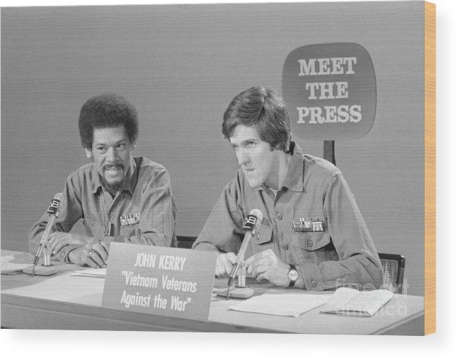Talkshow Wood Print featuring the photograph Veterans Hubbard And Kerry On Meet by Bettmann