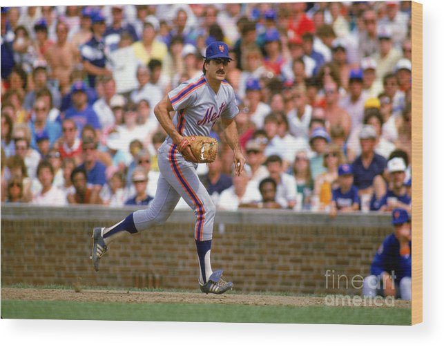 1980-1989 Wood Print featuring the photograph Keith Hernandez by Ron Vesely