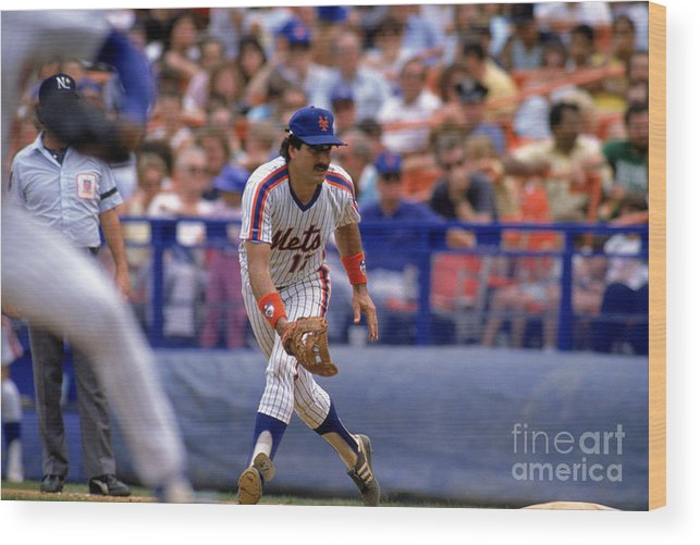1980-1989 Wood Print featuring the photograph Keith Hernandez by Mike Powell