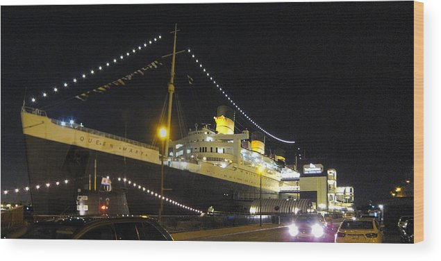 Queen Wood Print featuring the photograph Queen Mary - 12125 by DC Photographer