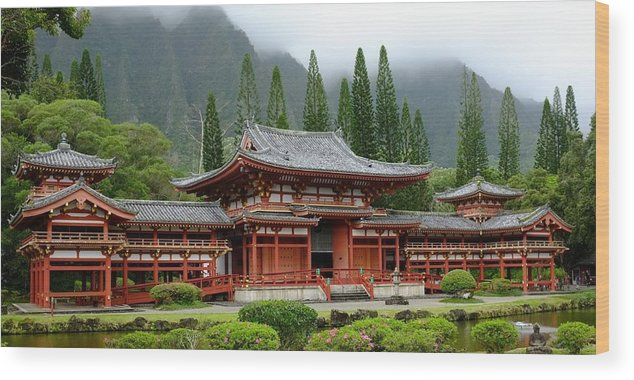Byodo Temple Wood Print featuring the photograph Byodo Temple by Brad Maroney