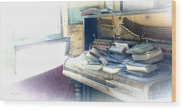 Unique Wood Print featuring the photograph Piano 4 by Roger Snyder