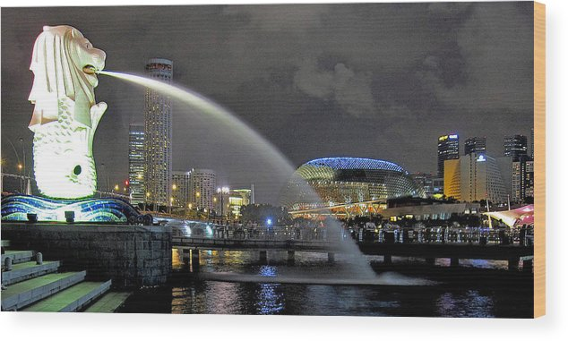 Singapore Wood Print featuring the photograph Singapore Merlion by Rick Macomber