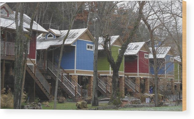 Cabins Wood Print featuring the photograph Colorful Retreat by Tashia Summers