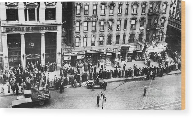 1930 Wood Print featuring the photograph New York: Bank Run, 1930 by Granger