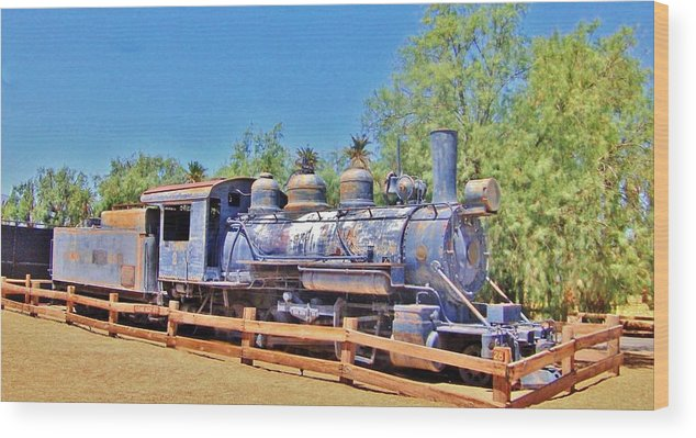 Train Wood Print featuring the photograph Loco In Death Valley by Marilyn Diaz