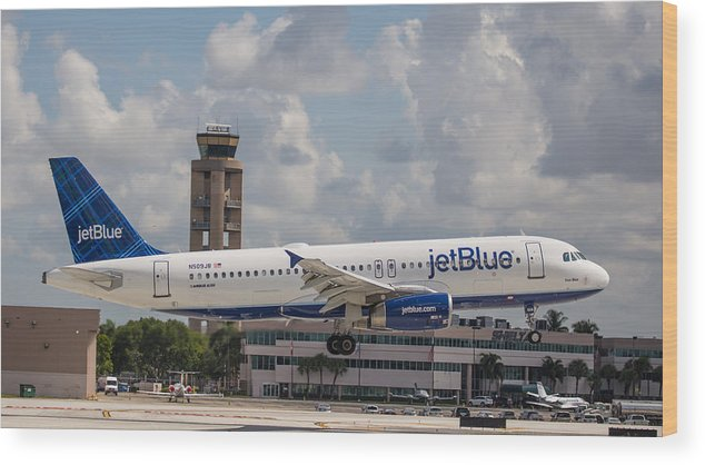 Airline Wood Print featuring the photograph Jetblue Fll by Dart and Suze Humeston