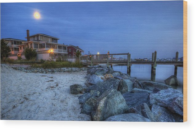 Moon Wood Print featuring the photograph Moon Over Dewey Beach by David Dufresne