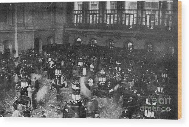 1907 Wood Print featuring the photograph New York Stock Exchange by Granger