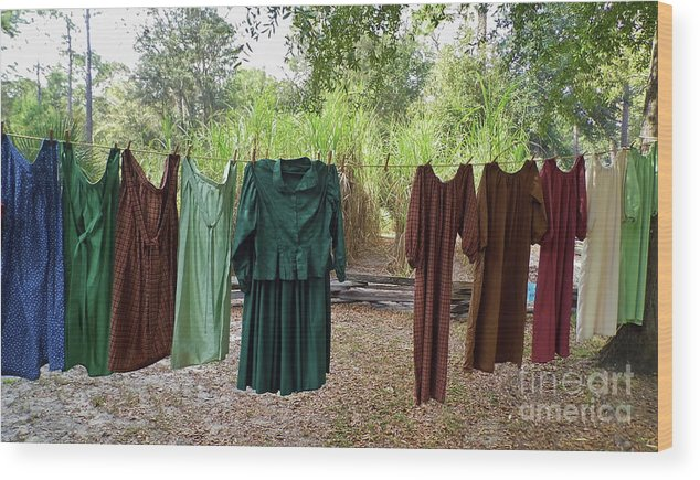Laundry Wood Print featuring the photograph Air Dried Laundry by D Hackett