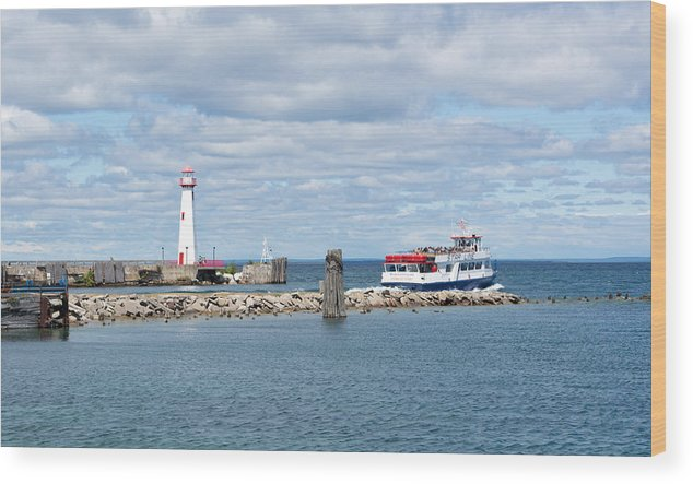 St. Ignace Lighthouse Wood Print featuring the photograph Boat Leaving by Linda Kerkau