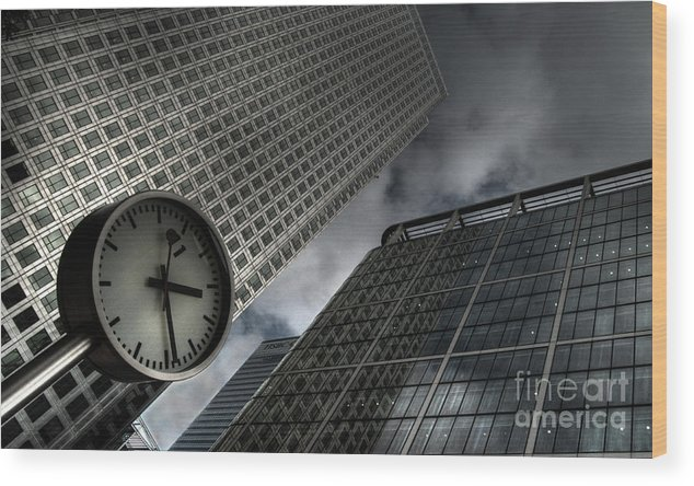 London Wood Print featuring the photograph Time To Work by Rob Hawkins