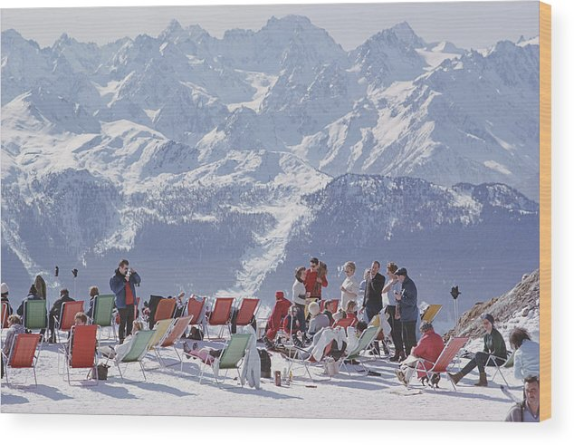 People Wood Print featuring the photograph Lounging In Verbier by Slim Aarons
