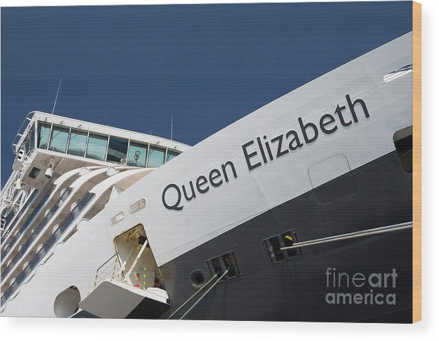 Queen Eliabeth Wood Print featuring the photograph Queen Eliabeth by Sheila Smart Fine Art Photography