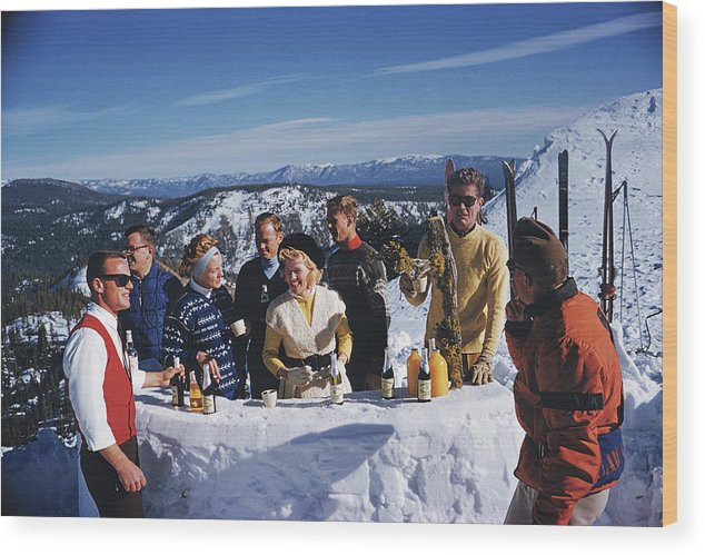 Skiing Wood Print featuring the photograph Apres Ski by Slim Aarons