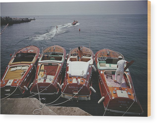People Wood Print featuring the photograph Hotel Du Cap-eden-roc by Slim Aarons