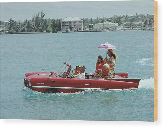 Child Wood Print featuring the photograph Sea Drive by Slim Aarons