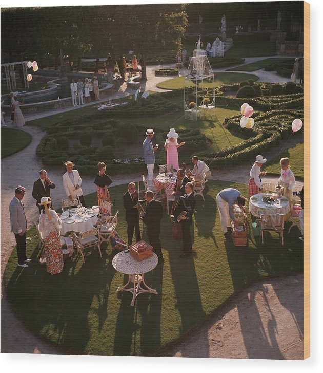 Lifestyles Wood Print featuring the photograph Garden Party by Slim Aarons