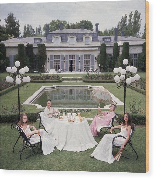 People Wood Print featuring the photograph The Romanones by Slim Aarons