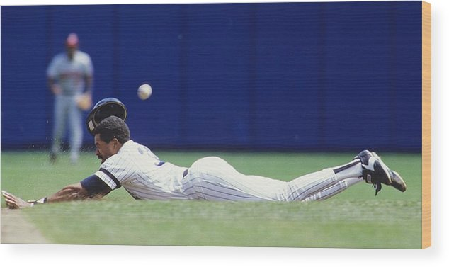 1980-1989 Wood Print featuring the photograph Dave Winfield by Ronald C. Modra/sports Imagery