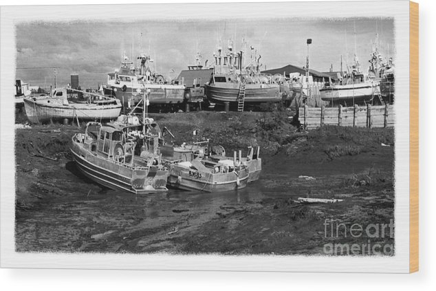 Alaska Wood Print featuring the photograph The Real Alaska - Caught At Low Tide by Pete Hellmann