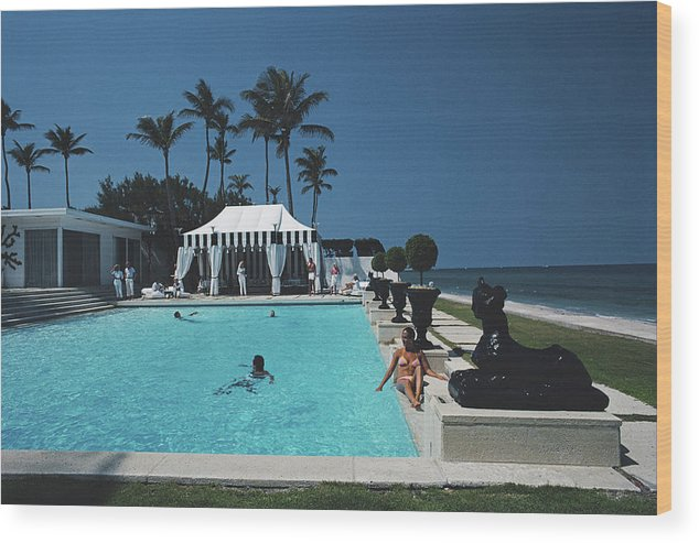 1980-1989 Wood Print featuring the photograph Molly Wilmots Pool by Slim Aarons