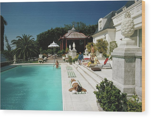 People Wood Print featuring the photograph Poolside Chez Holder by Slim Aarons