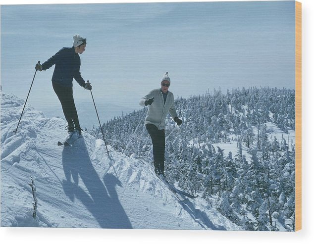 Skiing Wood Print featuring the photograph Skiers At Sugarbush by Slim Aarons