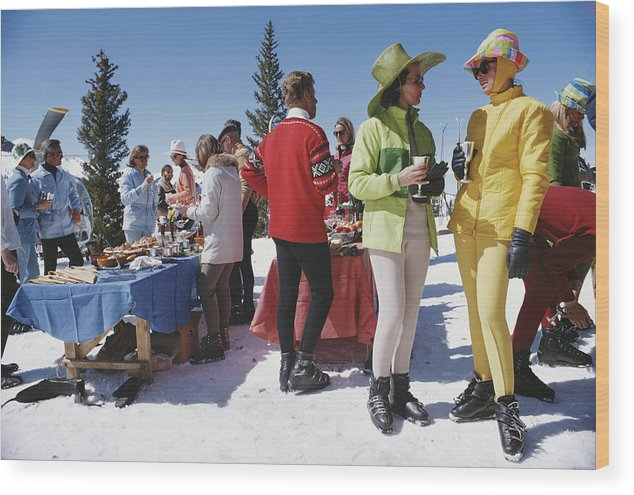 People Wood Print featuring the photograph Snowmass Gathering by Slim Aarons